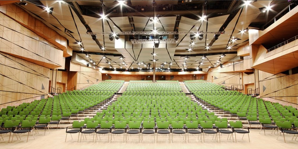Mobiliario adecuado para salas de conferencias
